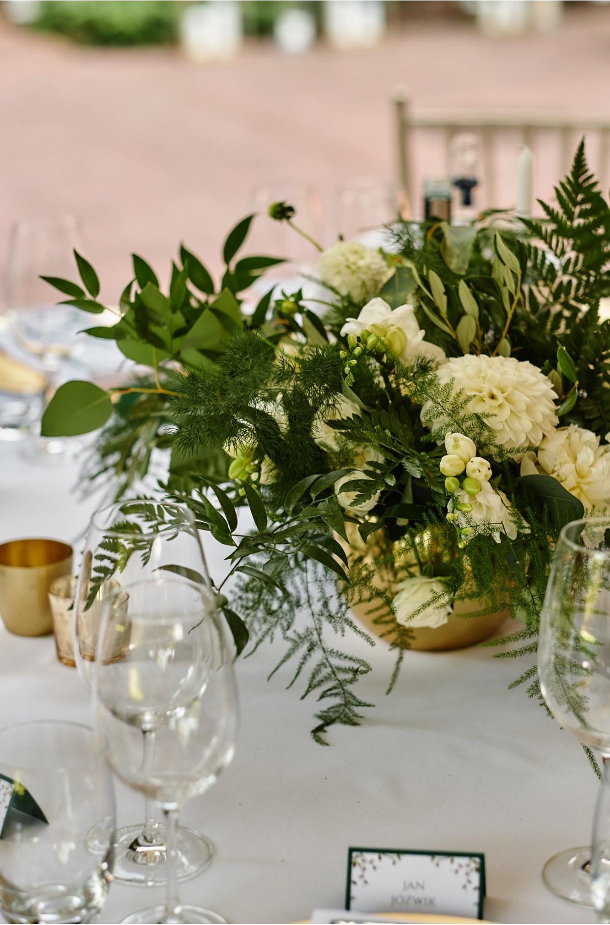 wesele, szmaragd, złoto, konsultant ślubny, wesele w klubie bankowca, greenery, gold, emerald, konsultant ślubny, konsultant ślubny warszawa, wedding planner, organizacja wesel, organizacja ślubów, organizacja ślubu, warszawa, dekoracja stołu dla gości, dekoracja sali
