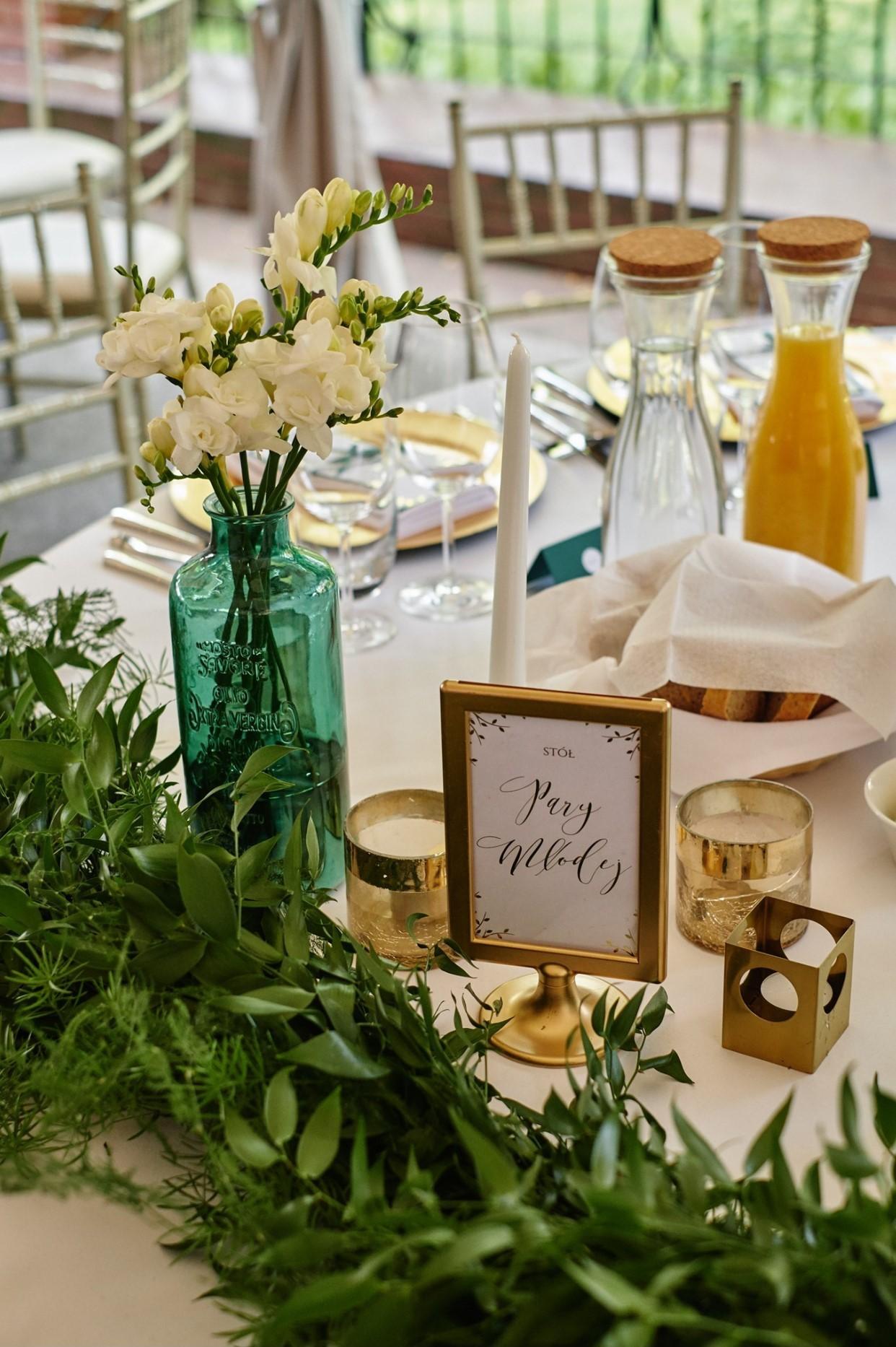 wesele, szmaragd, złoto, konsultant ślubny, wesele w klubie bankowca, greenery, gold, emerald, konsultant ślubny, konsultant ślubny warszawa, wedding planner, organizacja wesel, organizacja ślubów, organizacja ślubu, warszawa, stół pary młodej